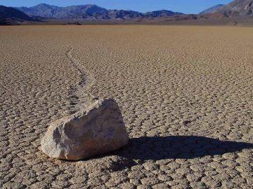 Движещите се камъни в Долината на смъртта – BenchTalks.com