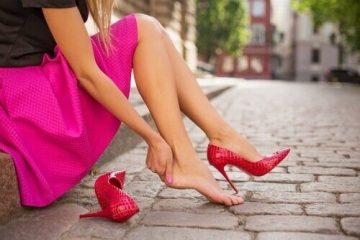 Как да предпазим краката си от неудобни обувки