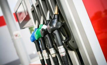 Шофьори алармират: От понеделник законът забранява да сипваме гориво от туба в автомобила