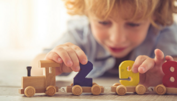 Какви са ползите за децата от играта с дървени играчки | Весели Деца