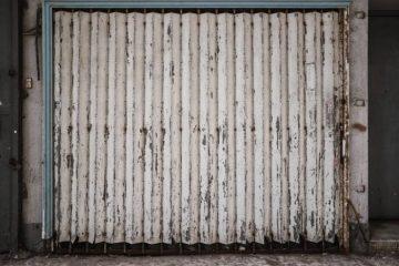 Закрит гараж в двора – лесно и удобно решение