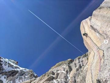 Екстремно изкачване по едни от най-опасните скали на Шамони
