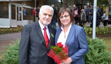 Председателят на БСП Корнелия Нинова пристигна в Разград, за да подкрепи кандидата за кмет на левицата Денчо Бояджиев и листата за общински съветници.