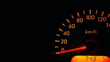 Кога и защо колата влиза в авариен режим заради дебитомера