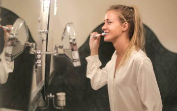Професионални препоръки: Как да почиствате ефективно зъбите си в 5 стъпки