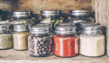 Първи уроци за неопитни кулинари: Как да съхраните аромата на любимите подправки