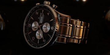 За изискани и стилни мъже: 5 причини да носите мъжки часовник