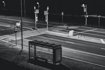 Най-тъжната автобусна спирка, на която никога не спира автобус | Sutrin.com